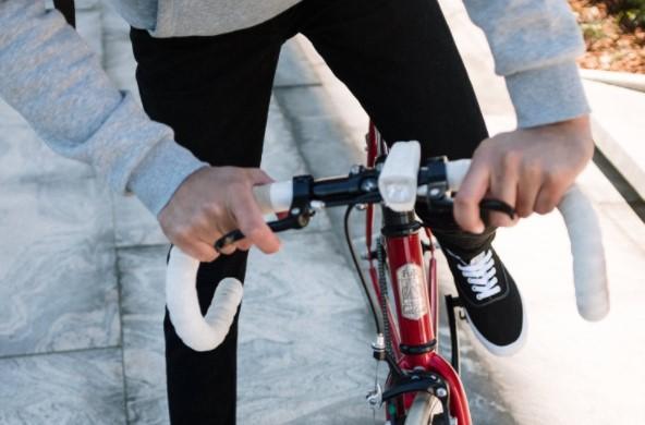 Jak wybrać dobre lampki rowerowe?
